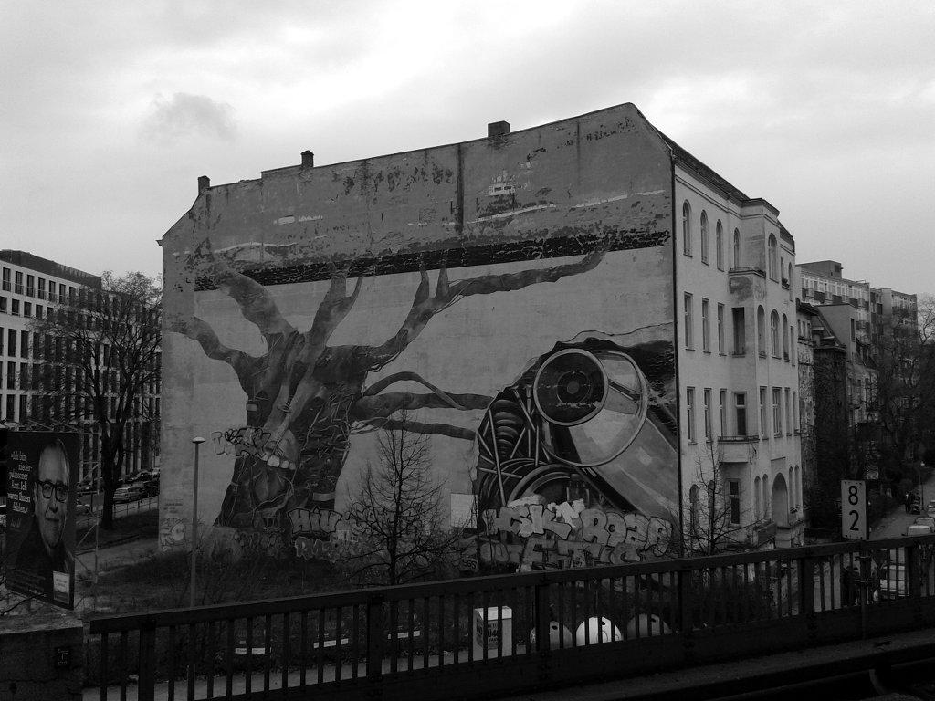 Commercial and graffiti. Photo: Sanjin Đumišić.