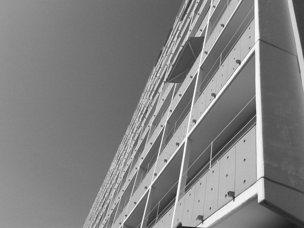 Homes in boxes, balconies. Photo: Sanjin Đumišić.