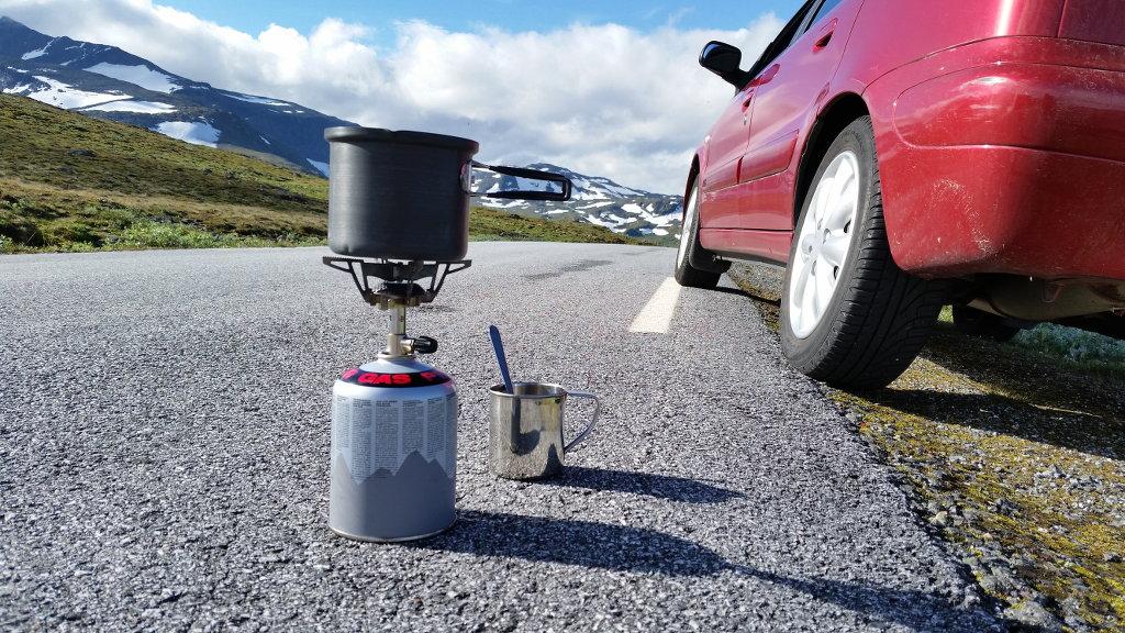 Morning cup on the mountain road. Photo: Sanjin Đumišić.