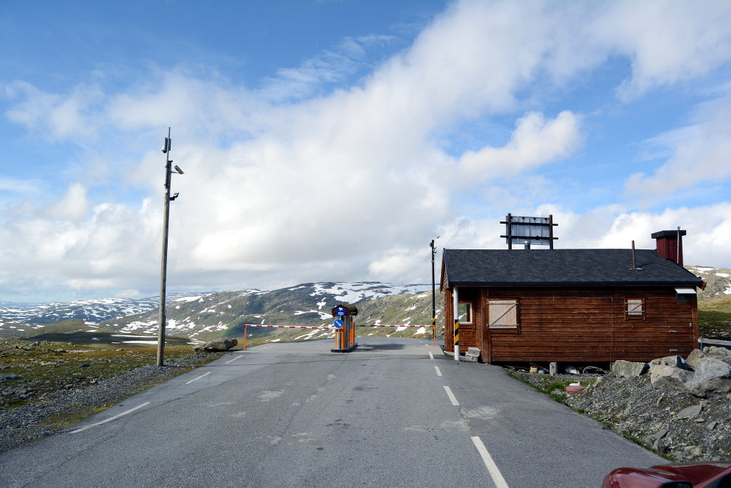 Toll station for the narrow and beautiful Tindevegen road over a part of Sognefjell. 75kr is defiantly worth it. Photo: Sanjin Đumišić.