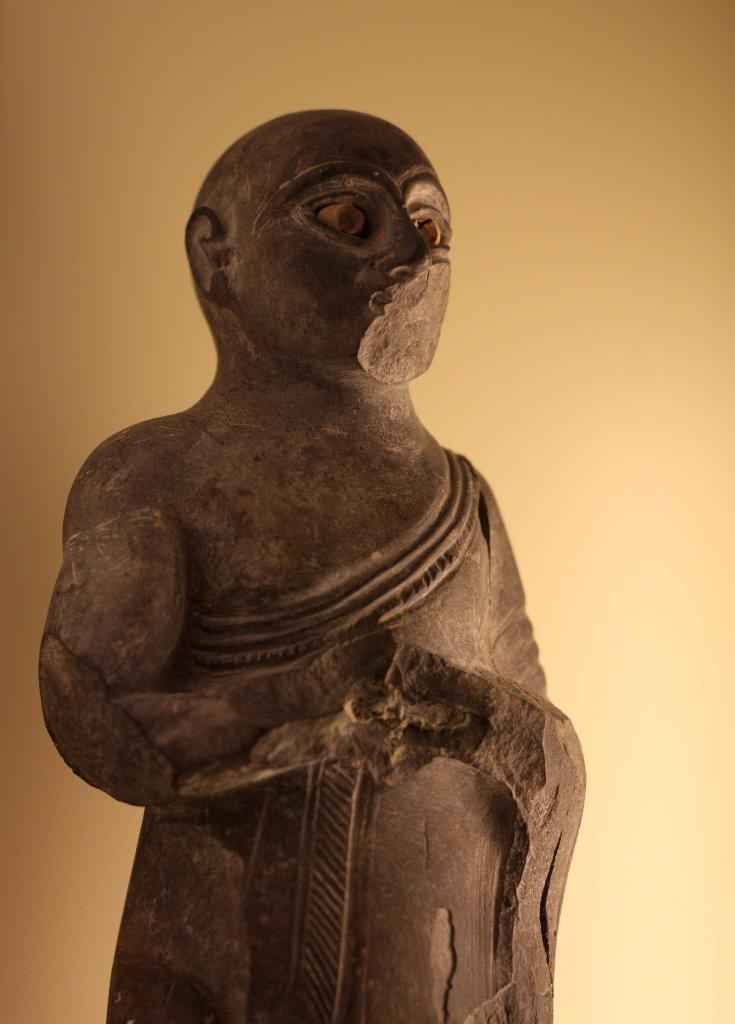 Sumerian Buddhist robe before Buddha. Photo: Sanjin Đumišić.