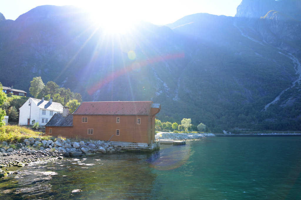 Fjord village in Hardanger. Photo: Sanjin Đumišić.