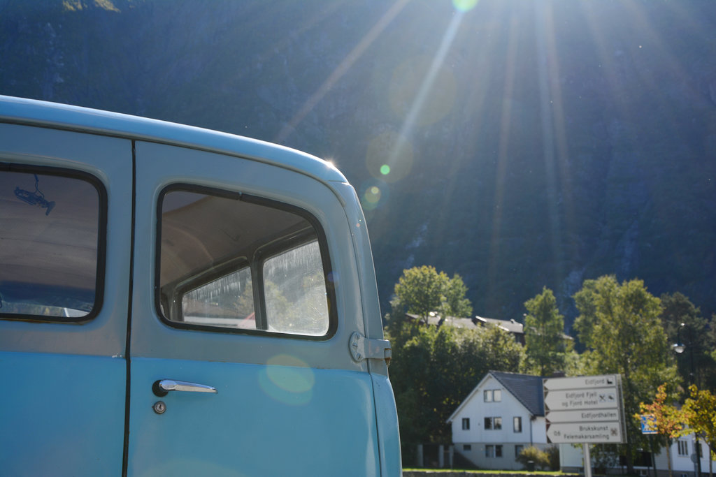 Vintage blue car in Hardanger. Photo: Sanjin Đumišić.