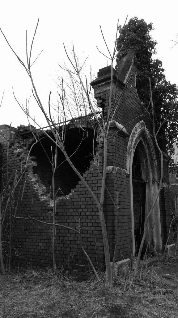 Destroyed shrine. Photo: Sanjin Đumišić.