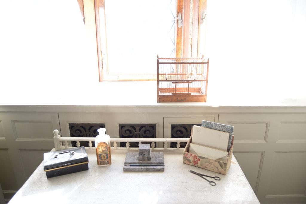 Table with old things. Photo: Sanjin Đumišić.