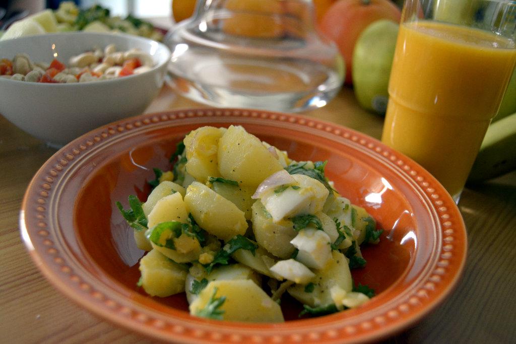 Egg potato salad with smoothie. Photo: Sanjin Đumišić.