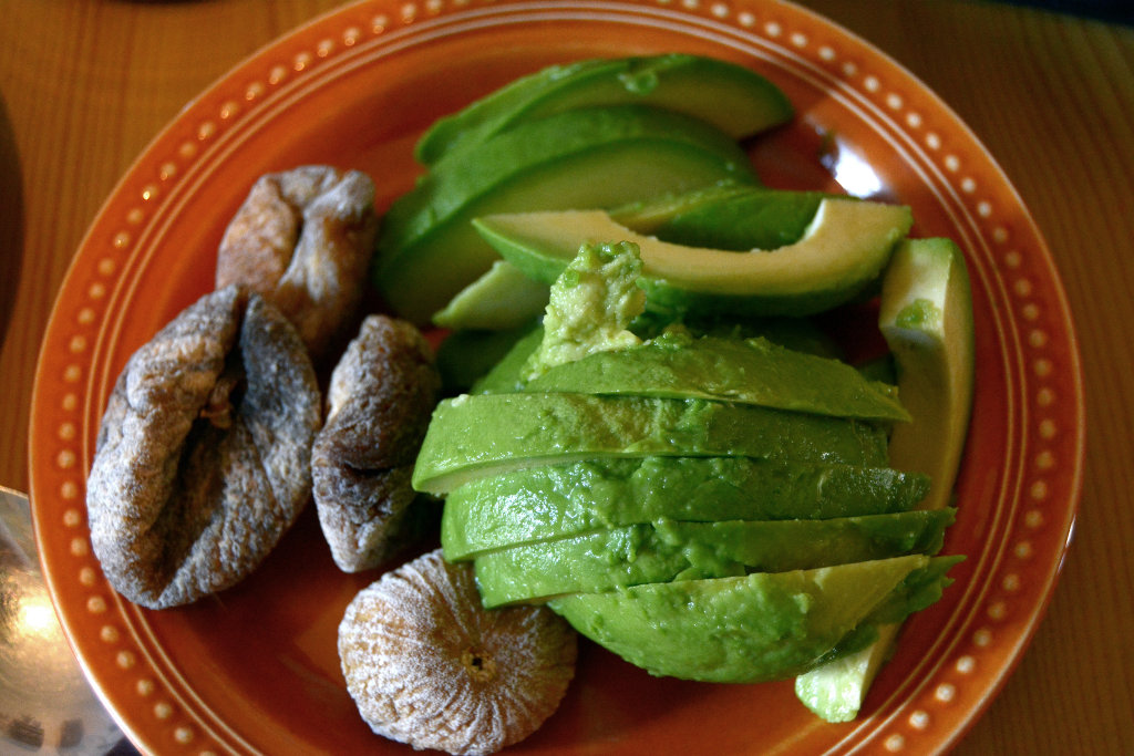 Figs and avocado. Photo: Sanjin Đumišić.