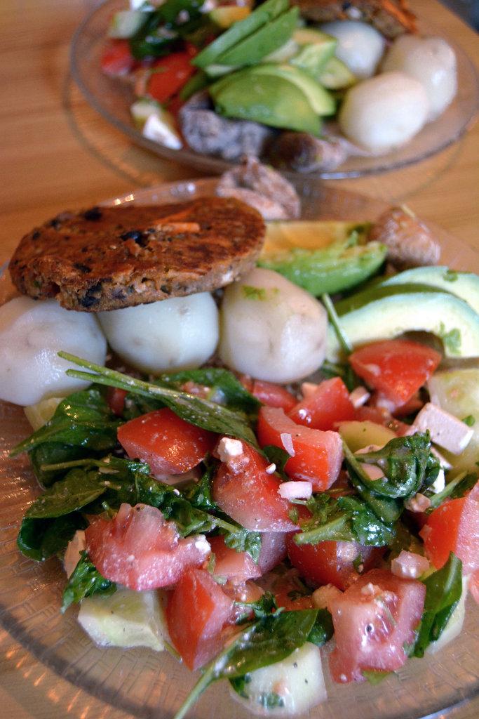 Fresh organic salad with veggie masala burger. Photo: Sanjin Đumišić.