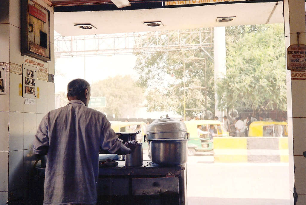 New Delhi street kitchen. Photo: Sanjin Đumišić.