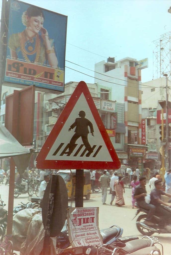 Street signs in Madurai. Photo: Sanjin Đumišić.