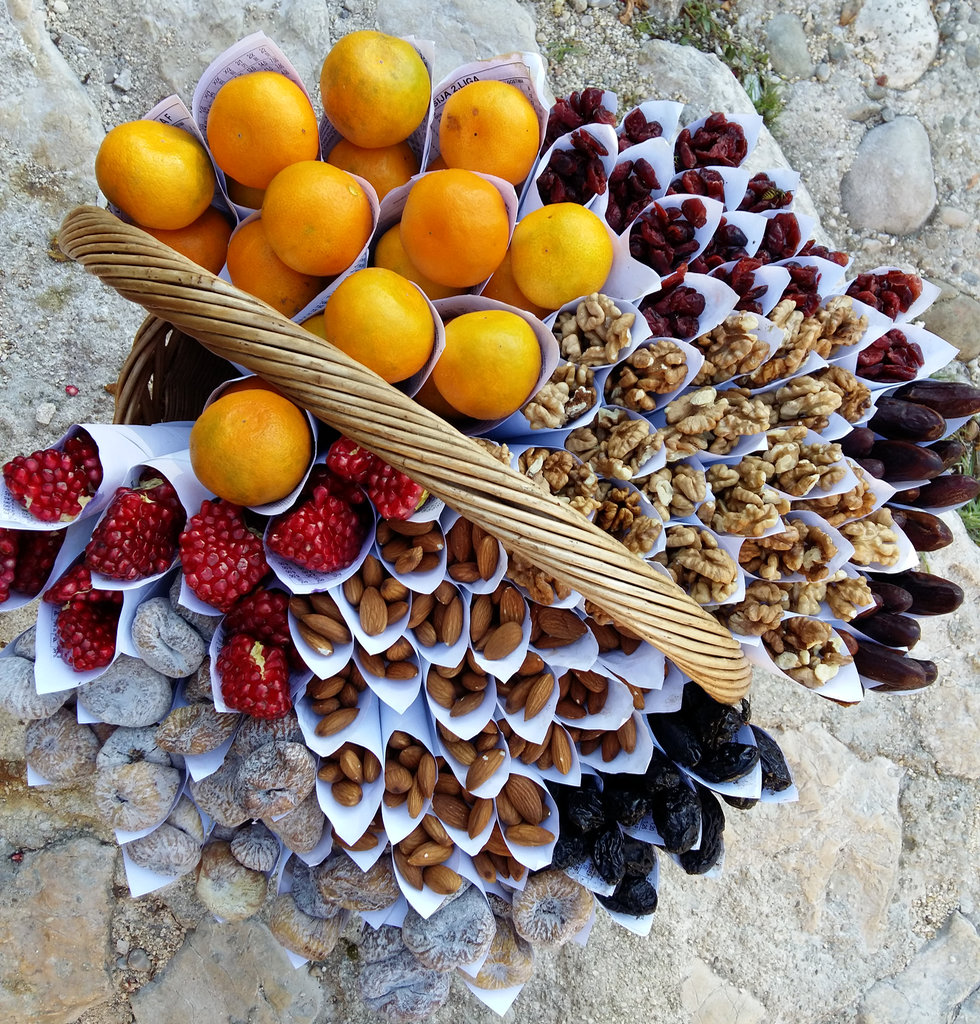 fruit-basket-pocitelj-photo-lisa-sinclair