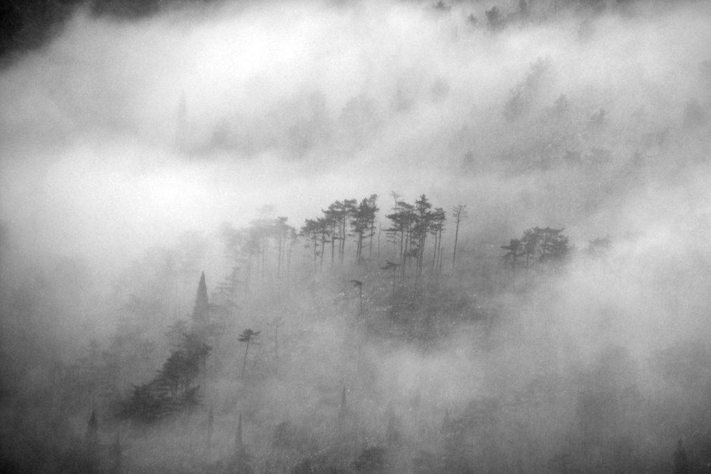 Misty mountain side in Mostar. Photo: Sanjin Đumišić.