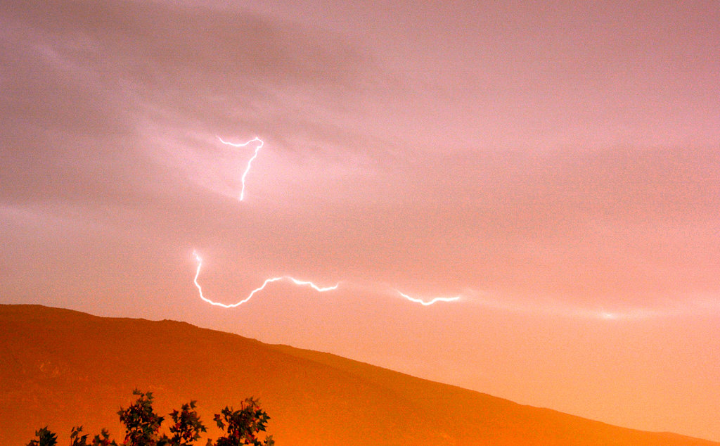 Morning lightning in Mostar. Photo: Sanjin Đumišić.