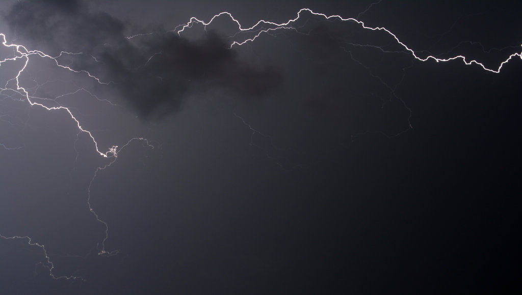 Lightning in Mostar. Photo: Sanjin Đumišić.