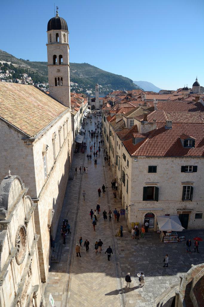 Dubrovnik, Stradun. Lisa and Florens in Dubrovnik. Photo: Sanjin Đumišić.