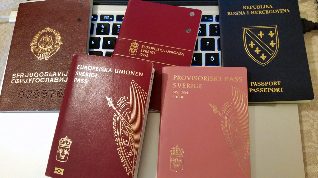 Yugoslavian, Swedish and Bosnian passports. Photo: Sanjin Đumišić.
