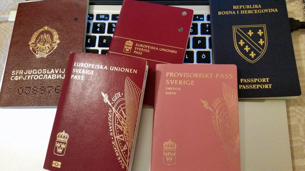 Yugoslavian, Swedish and Bosnian passports. Photo: Sanjin Đumišić.