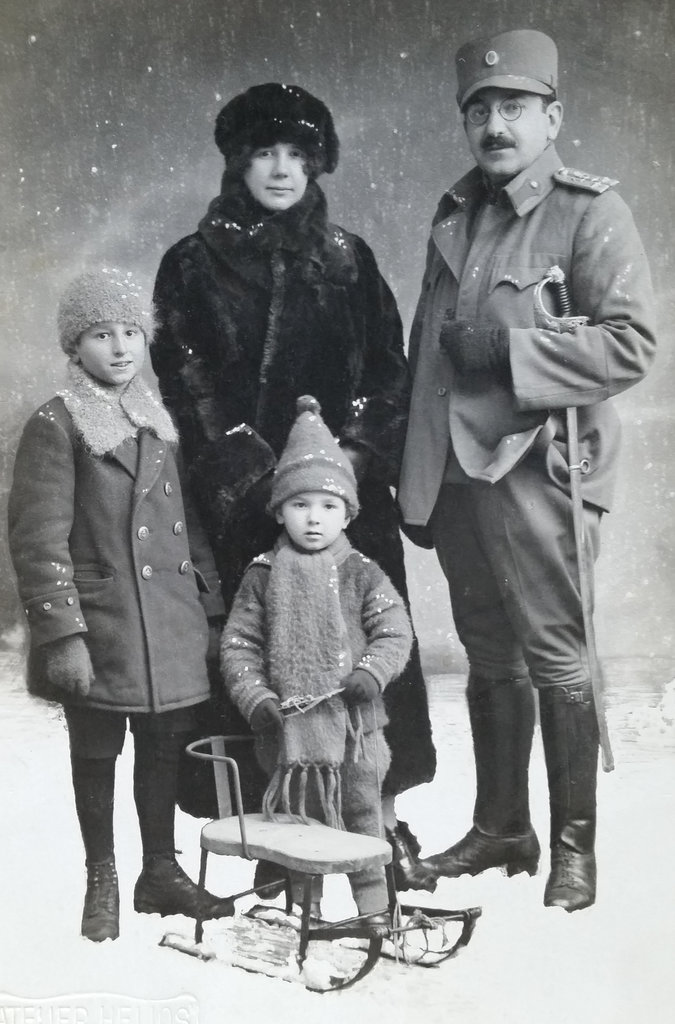 dumisic-family-old-bosnian-photo-2