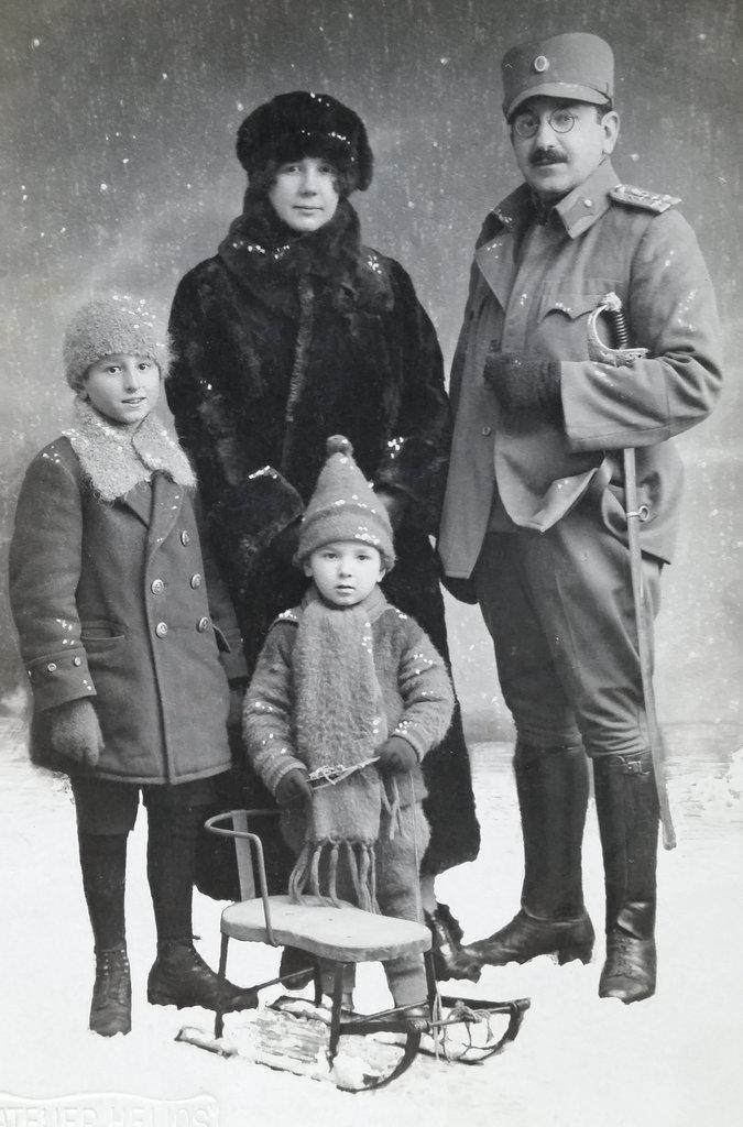 dumisic-family-old-bosnian-photo-2