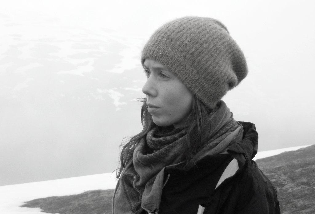 Lisa Sinclair, hiking in Tromsø. Photo: Sanjin Đumišić.