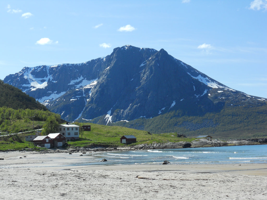 Beach near Tromsø. Photo: Sanjin Đumišić.