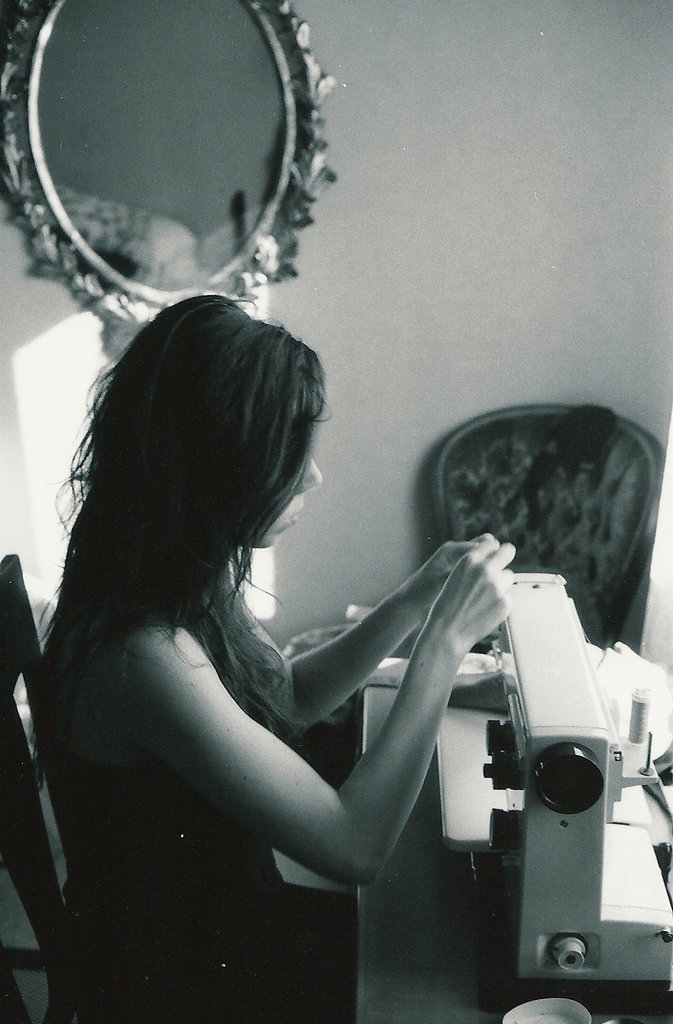 Lisa Sinclair sewing on a vintage Husqvarna. Photo: Sanjin Đumišić.