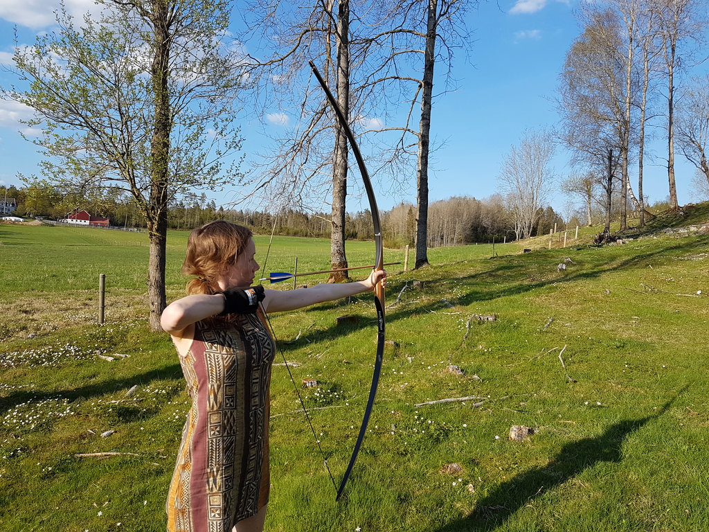 Lisa practicing longbow archery. Photo: Sanjin Đumišić.