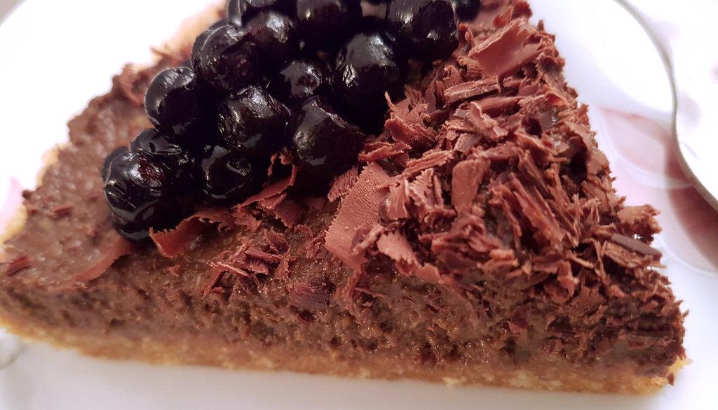 Raw vegan chocolate cake. Photo: Sanjin Đumišić.