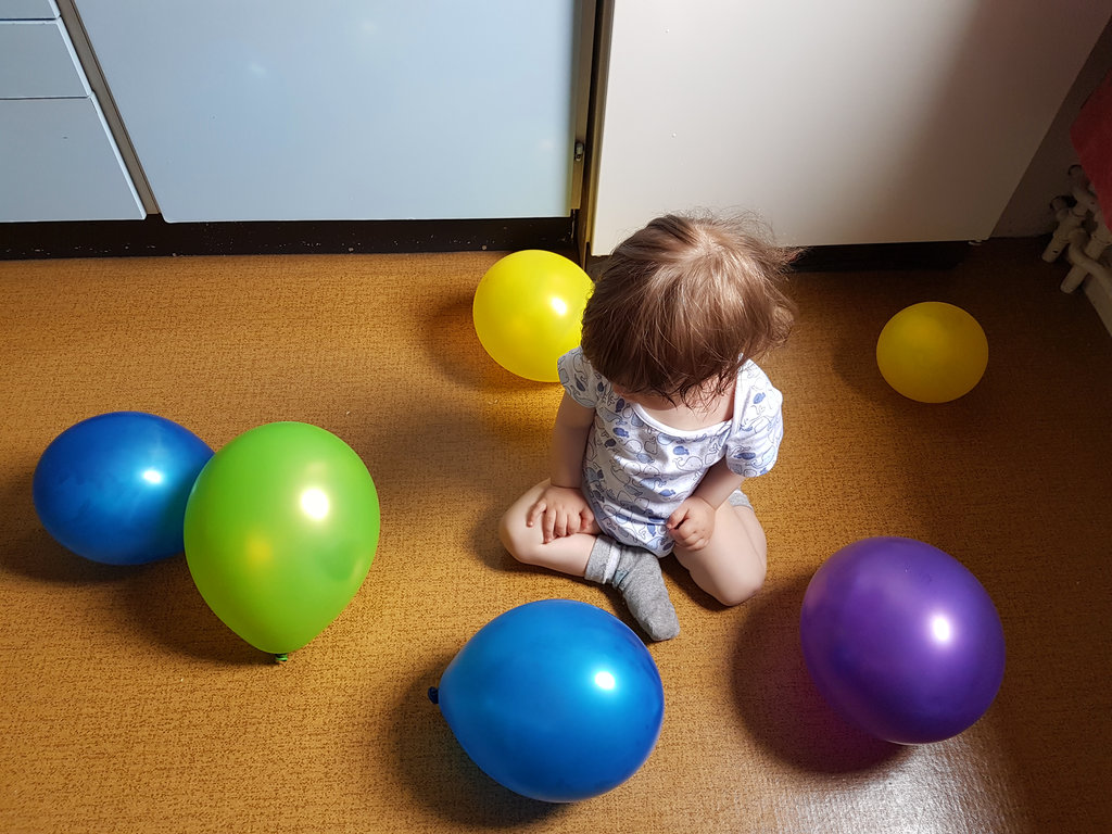 Baby Florens with birthday balloons. Photo: Sanjin Đumišić.