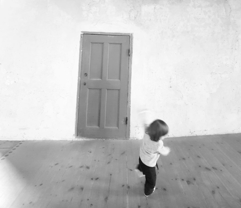 Baby Florens dancing in Kalmar Castle. Photo: Sanjin Đumišić.