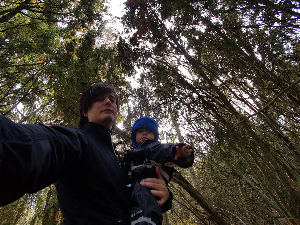 Sanjin and Florens selfie at Källa in Öland.