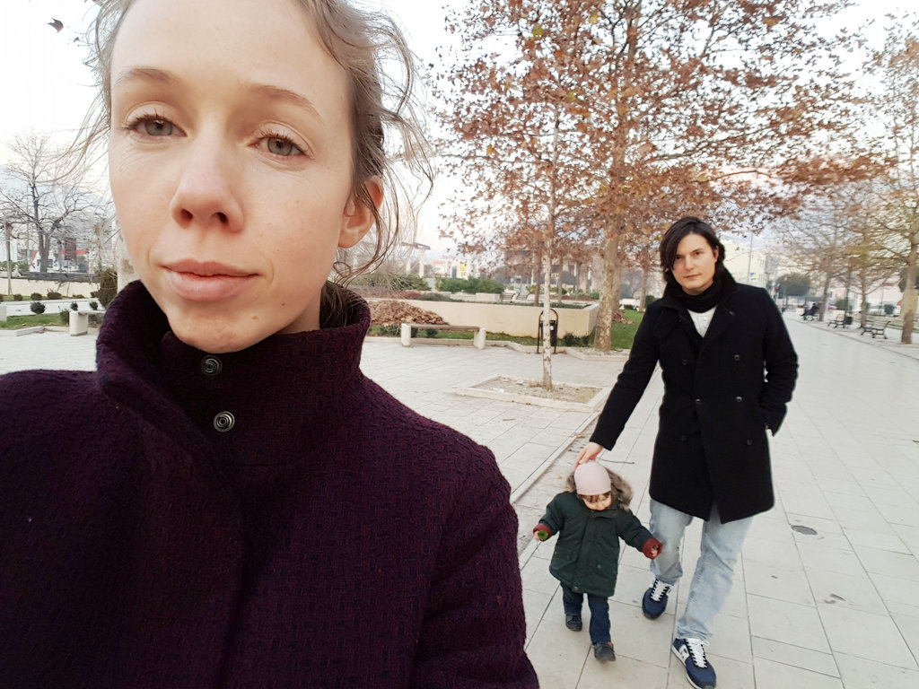 Lisa, Florens, Sanjin, family selfie.