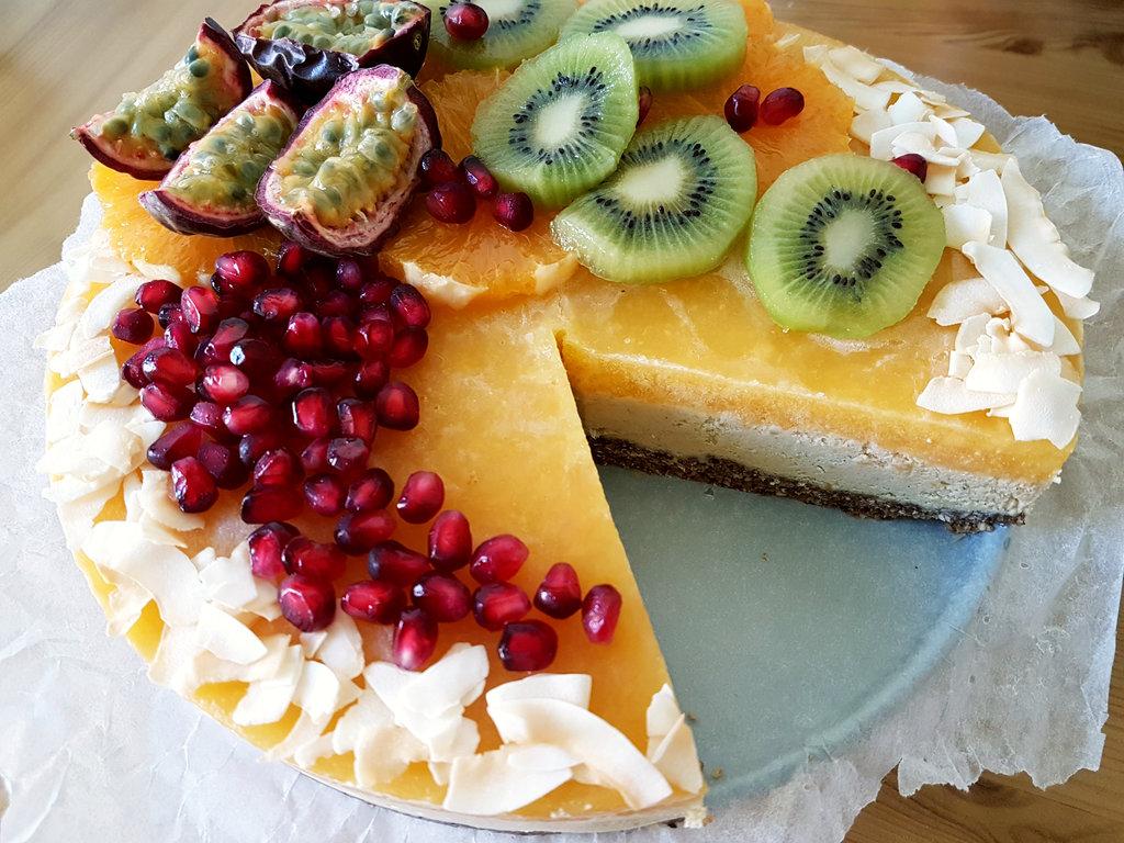 Raw vegan birthday fruit cake. Photo: Sanjin Đumišić.