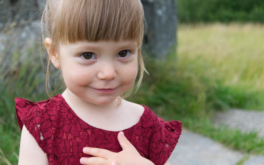 Florens in red dress at Ragnhildsholmen. Photo: Sanjin Đumišić.