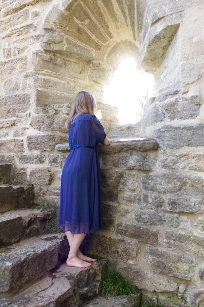 Lisa Sinclair at Alvastra Abbey Ruins. Photo: Sanjin Đumišić.