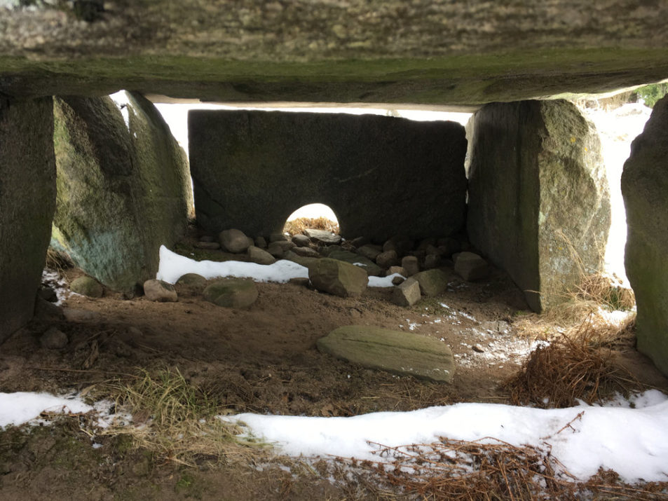 Ancient Chamber, Hällkistan Dvärgahuset. Photo: Sanjin Đumišić.