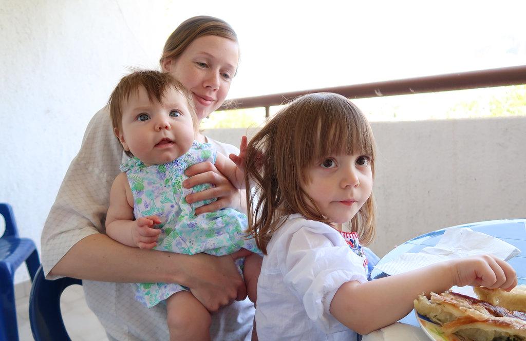 Aurelia, Lisa, Florens, Mostar balcony. Photo: Sanjin Đumišić.
