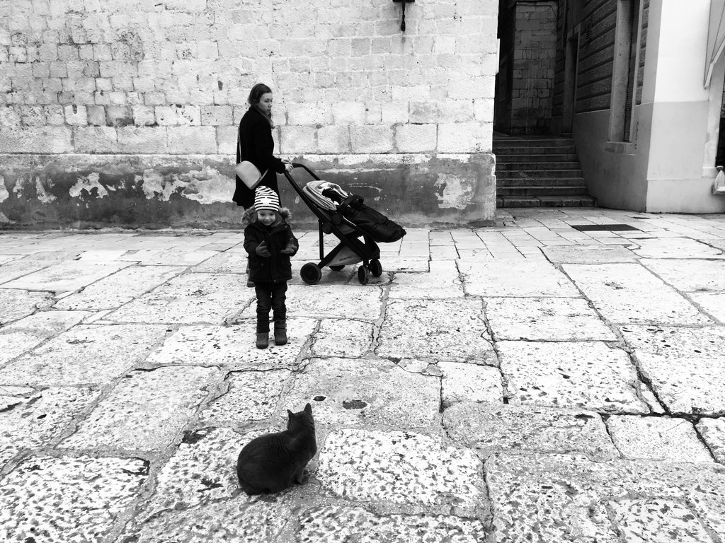 Family in Old City Split. Photo: Sanjin Đumišić.