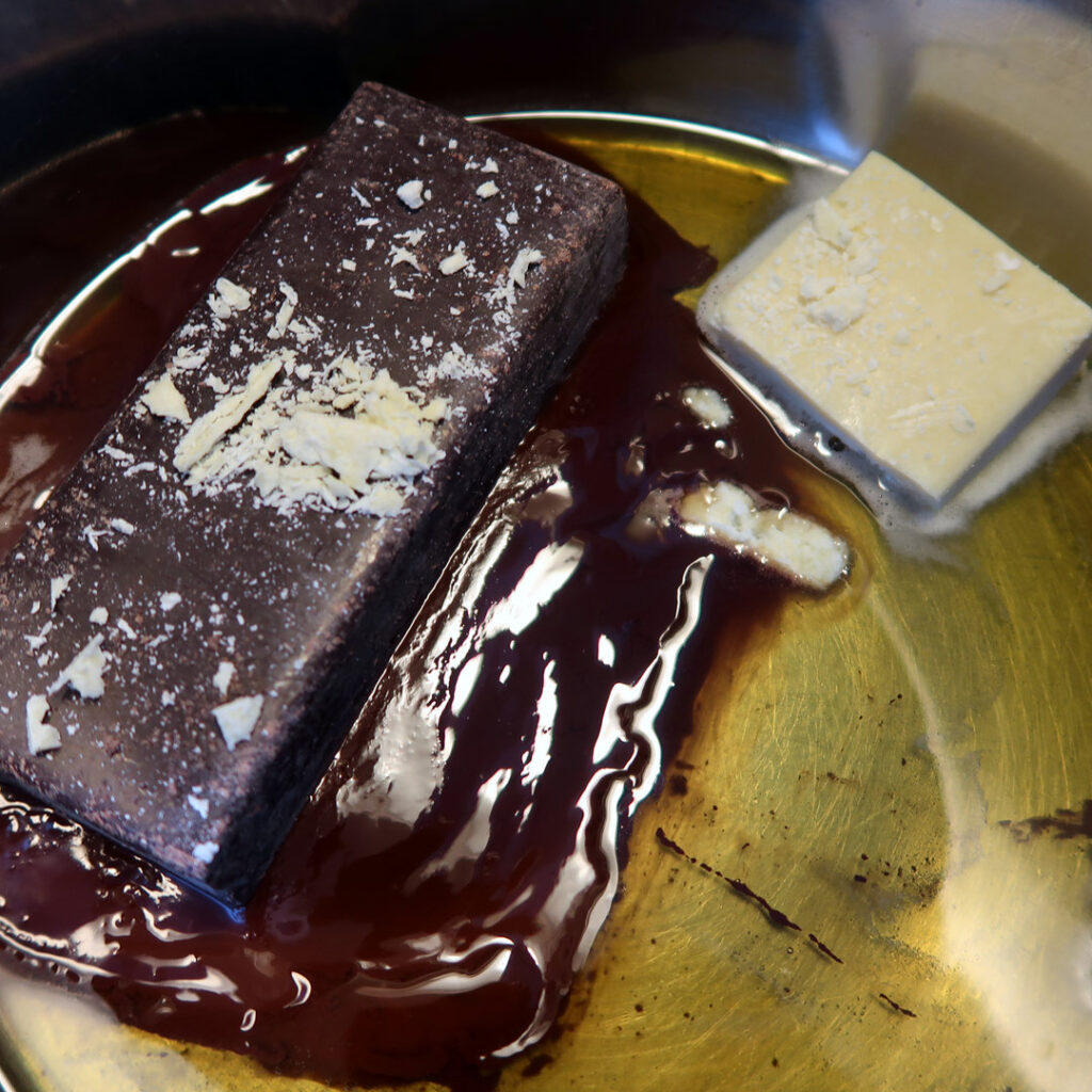 Make raw chocolate by Sanjin Đumišić.